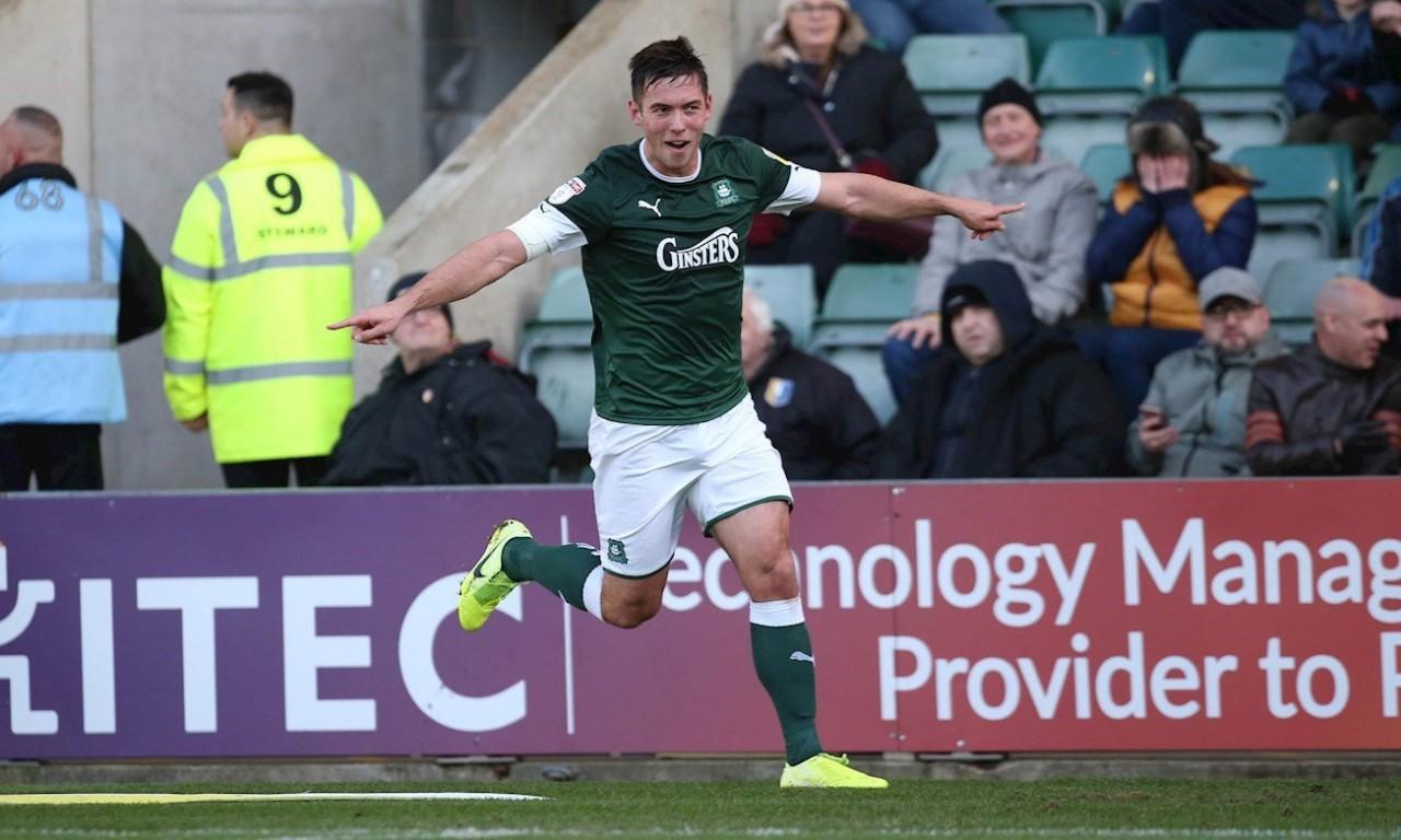 Niall Canavan celebrates goal against Mansfield Town